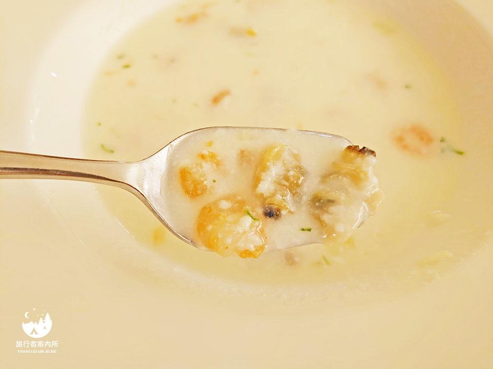 料滿滿的海鮮濃湯